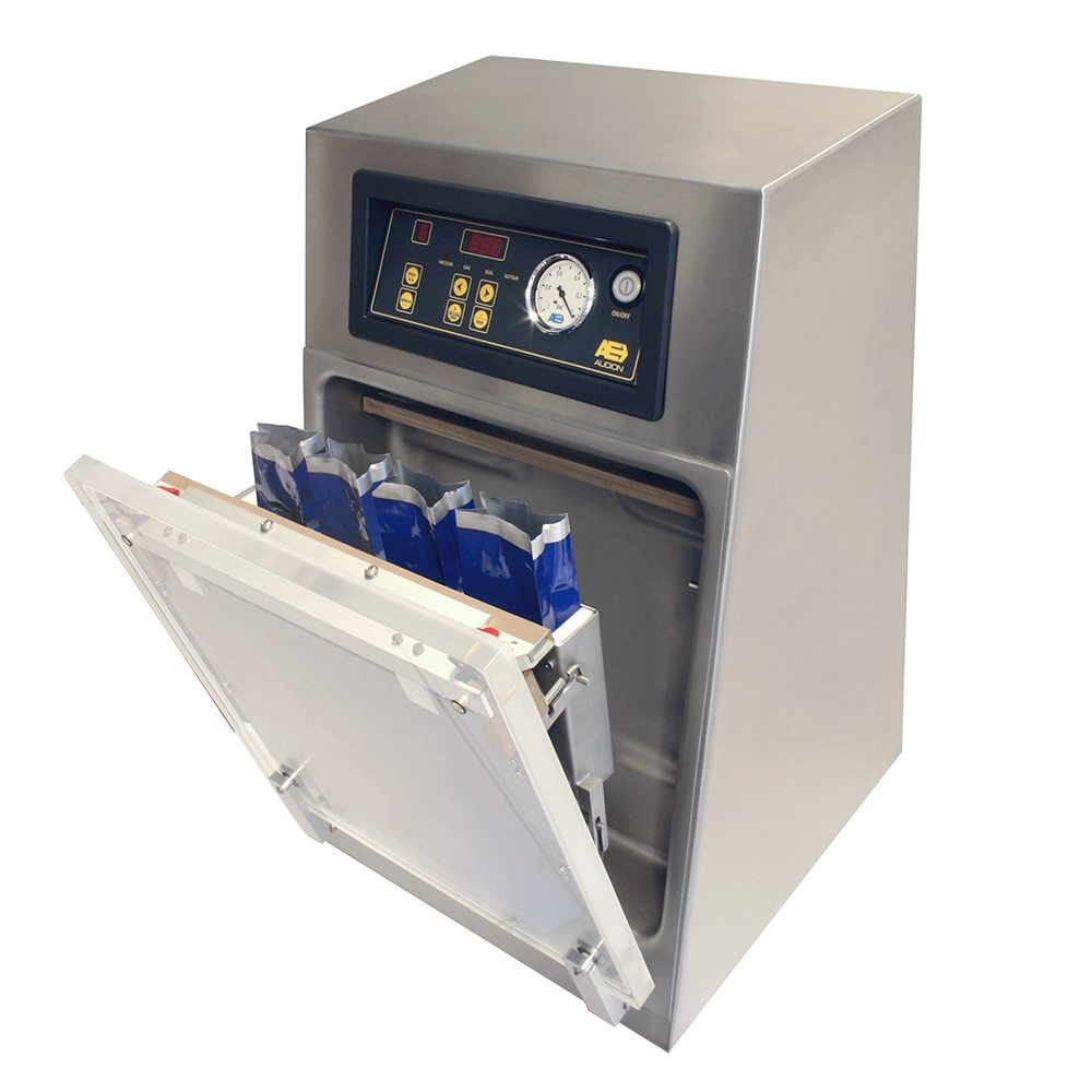 Vertical vacuum packaging machine for packing square / brick package
