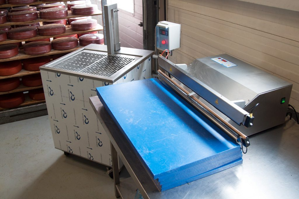 vacuum packaging cheese